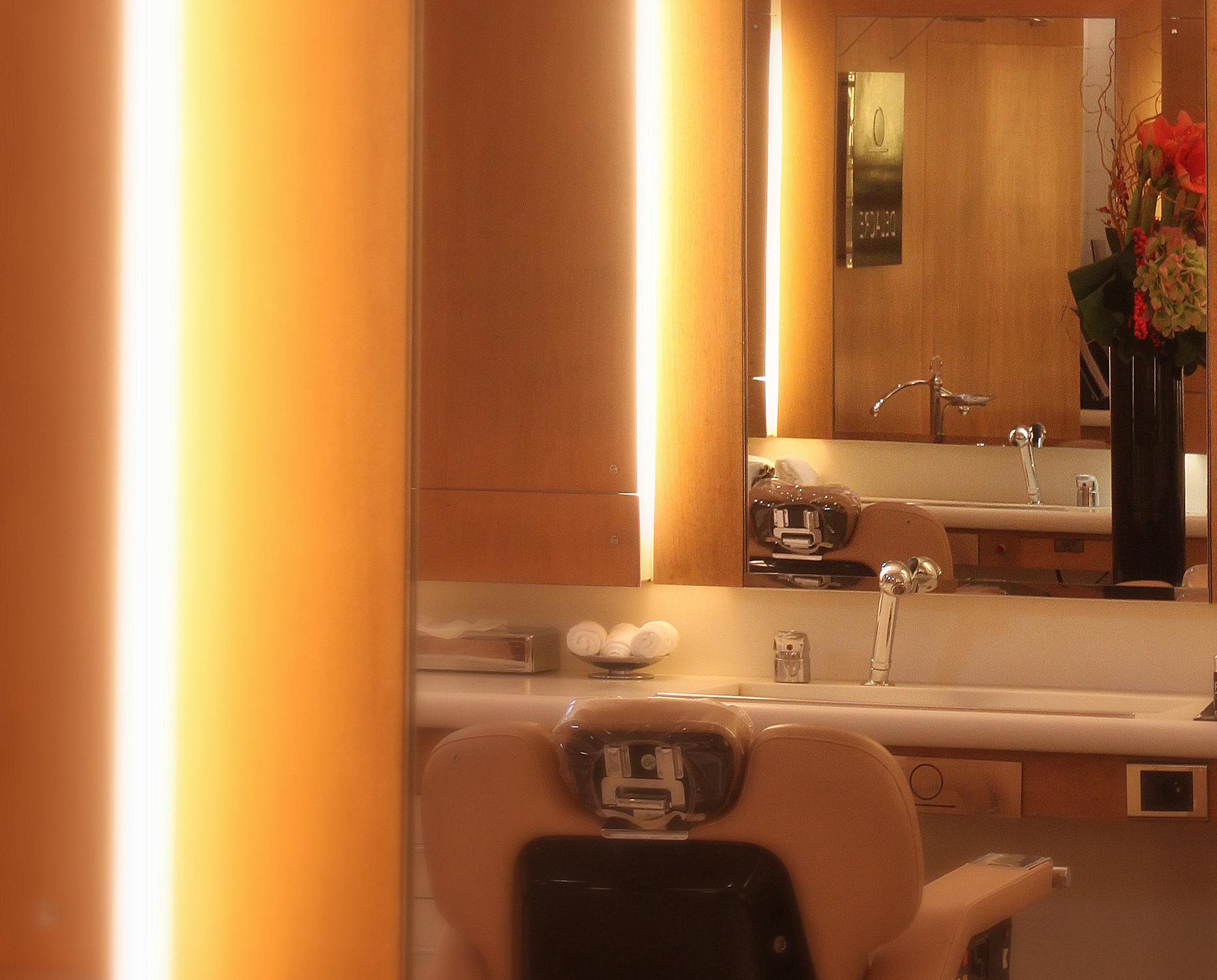 coiffeur barbier homme paris cercle delacre barbier haut de gamme et coiffeur de luxe paris. Black Bedroom Furniture Sets. Home Design Ideas